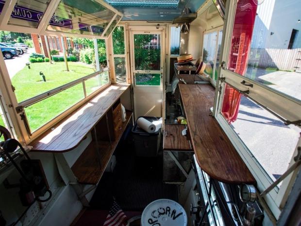 Popcorn en ijsbus oldtimer veiling interieur