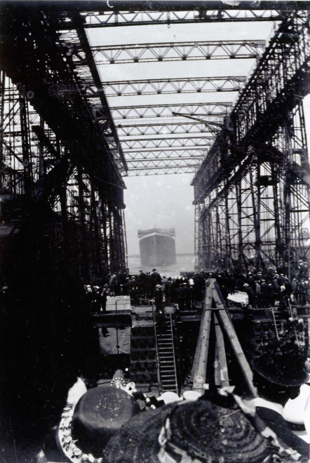 Titanic tewaterlating helling menigte