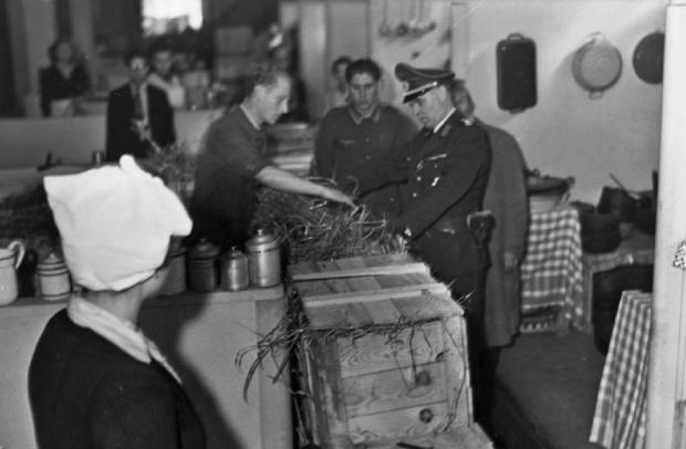 Warenhuis nazi's shoppen gestolen goederen