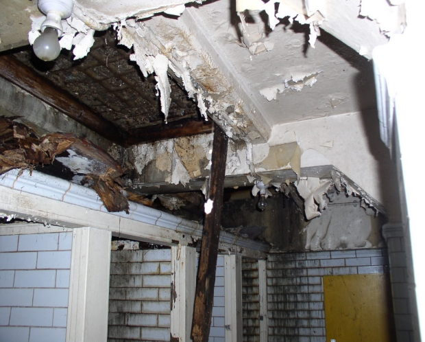 Plafond ondergrondse toiletten Londen woning verbouwing