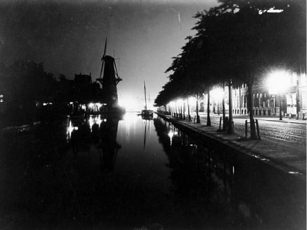 De Coolsingel met molen De Hoop, bij avond uit het noorden gezien. 1910 Berssenbrugge GAR go with the vlo