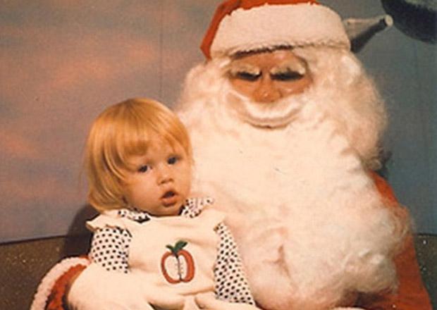 Enge kerstmannen op schoot horror griezelen