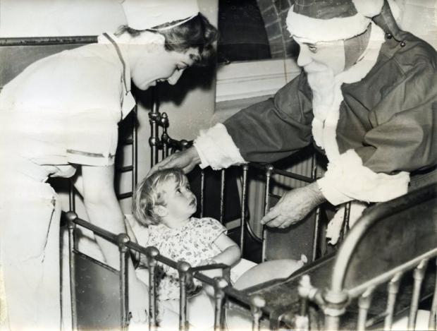 Enge kerstmannen seriemoordenaar bedje