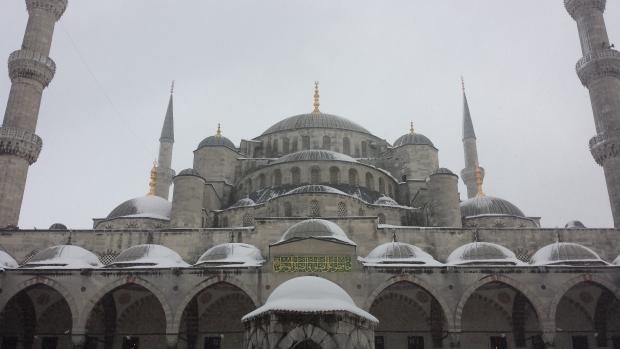 Istanbul koepels in de sneeuw copyright Danny Post