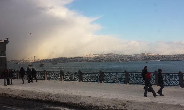 Istanbul sneeuw Bosporus Galatabrug copyright Danny Post