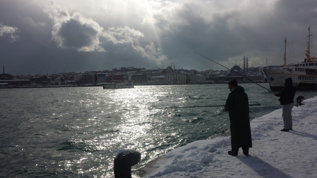 Istanbul sneeuw Gouden Hoorn vissers copyright Danny Post