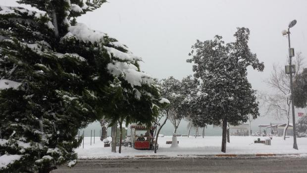 Istanbul sneeuw stalletje weg copyright Danny Post