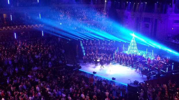 Kylie Christmas Royal Albert Hall optreden sneeuw kerstmis go with the vlo