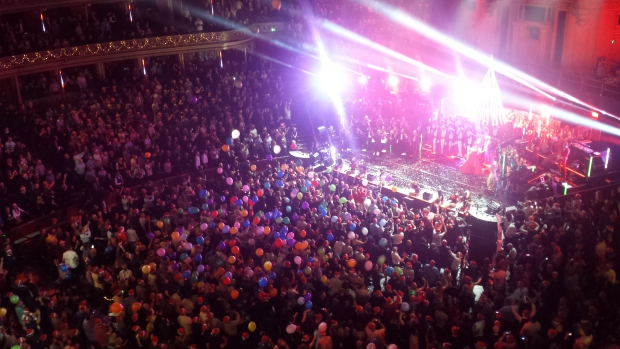 Kylie Christmas finale Royal Albert Hall ballonnen
