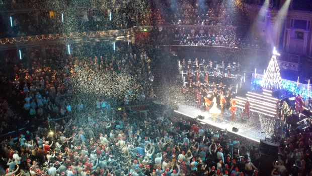 Kylie Christmas sneeuwen Royal Albert Hall kerstmis go with the vlo