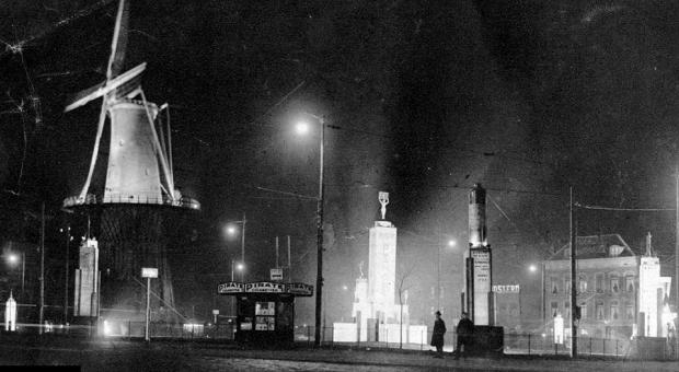 Oostplein 1931 nacht