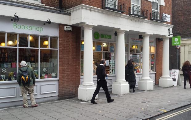 Oxfam Bloomsbury Londen boekhandel boeken lezen etalage