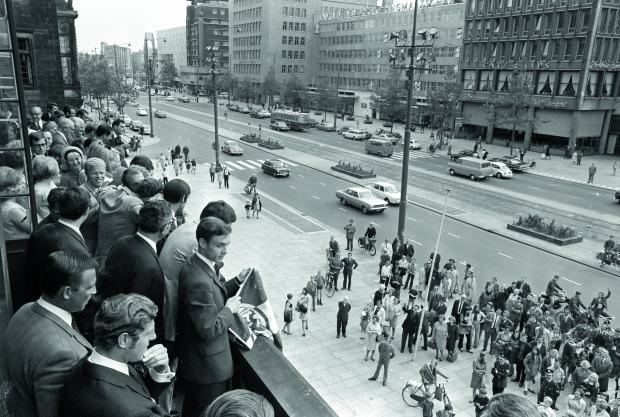 Rotterdam 27-5-1969 Feijenoord werd landskampioen na een uitwedstrijd bij FC Twente die met 0-1 gewonnen werd. Spelers op balkon van stadhuis aan de Coolsingel. WBOOKS