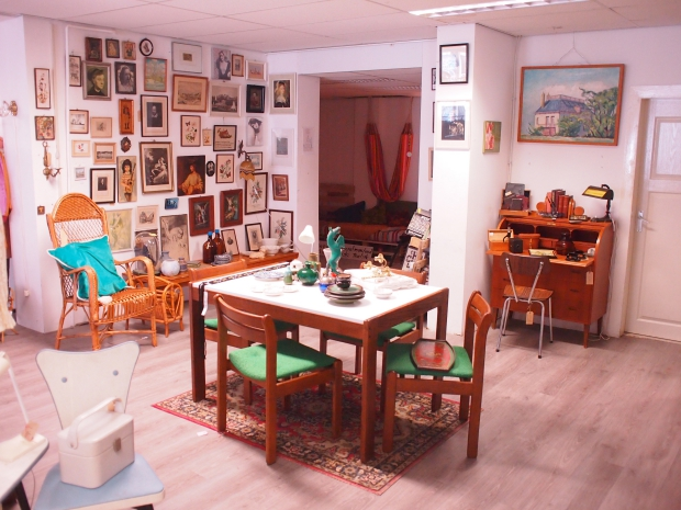 Emporium of Wonders eettafel vintage seventies go with the vlo