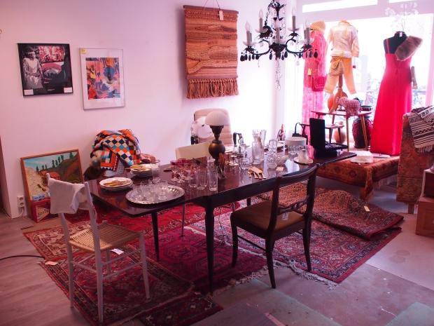 Emporium of Wonders vintage tapijten kleding go with the vlo