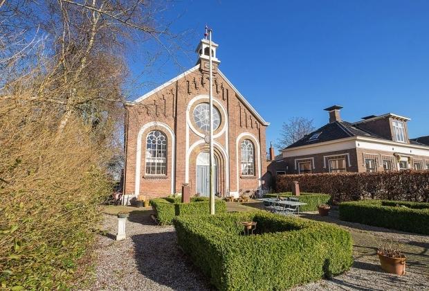 Groningen Opknappertje oude kerk Pieterburen tuin woning go with the vlo
