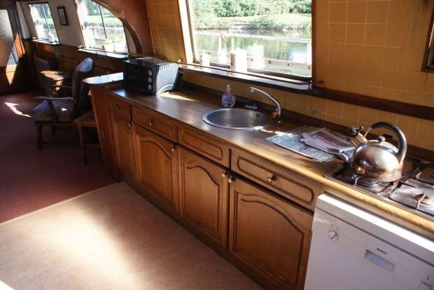 Woonboot keuken retro wonen go with the vlo