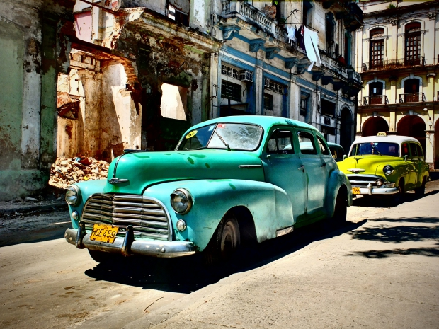 Cuba taxi's go with the vlo