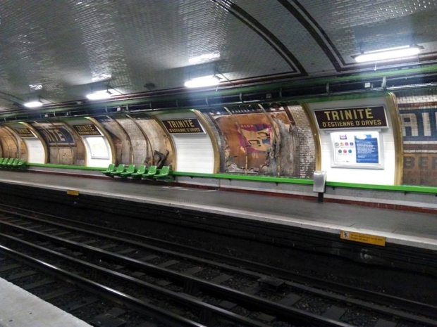 Genieten! oude affiches ontdekt in de parijse metro go with the vlo