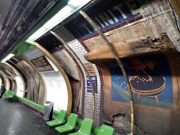 Parijs metrostation poster go with the vlo 2
