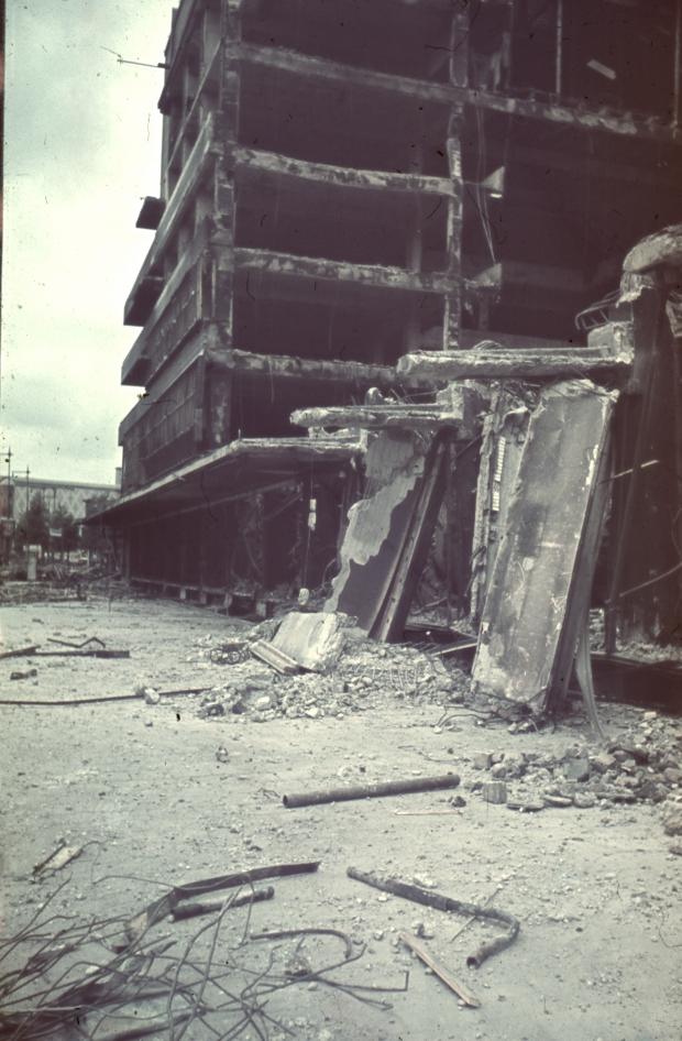 Rotterdam bombardement Bijenkorf ruine go with the vlo