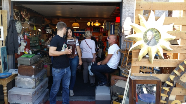 Temploux antiekmarkt winkel go with the vlo
