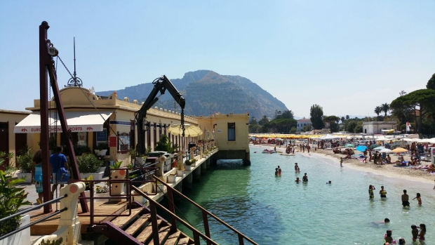 Mondello pier badhuis go with the vlo