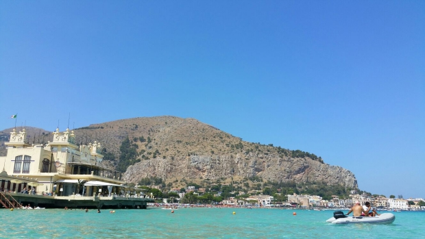 Mondello pier speedboot Sicilie go with