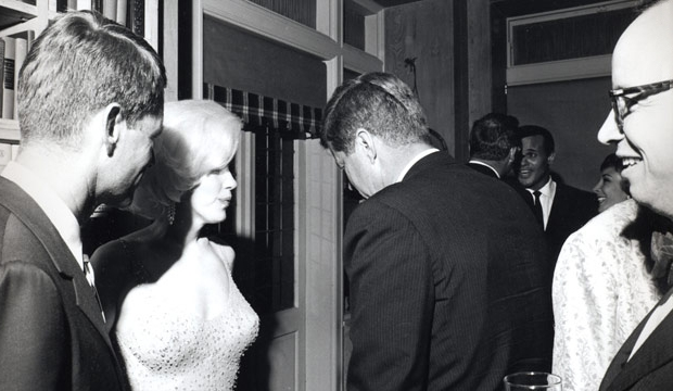 marilyn-monroe-kennedy-1962-go-with-the-vlo