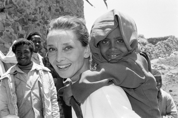 1988 Ethiopie Audrey Hepburn go with the vlo