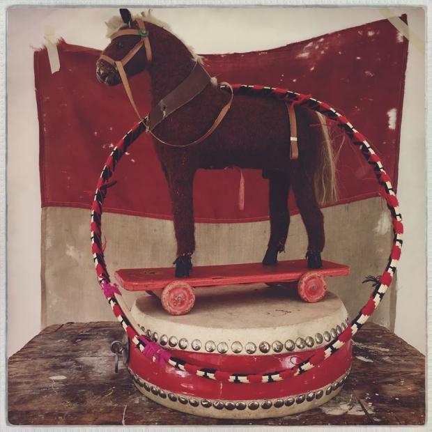 emporium-of-wonders-paard-go-with-the-vlo