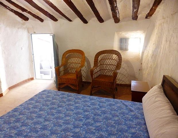 spanje-huis-te-koop-slaapkamer-go-with-the-vlo-3
