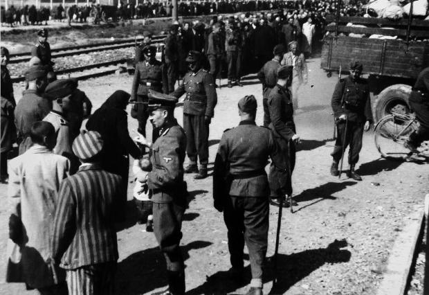 auschwitz-nazi-kamp-go-with-the-vlo