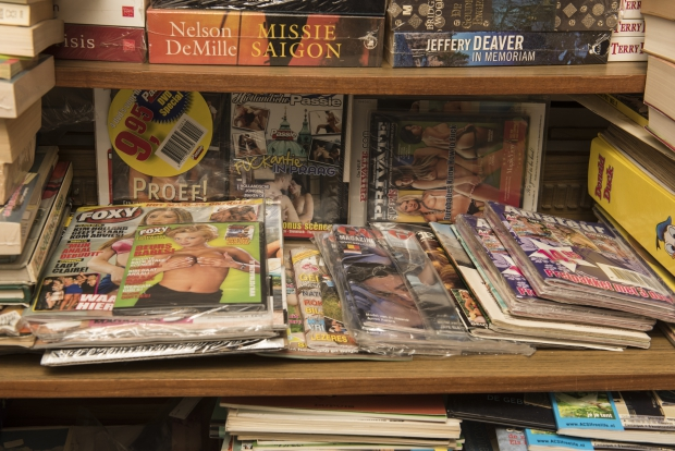 blote-beursbabes-boekhandel-schiedam-go-with-the-vlo