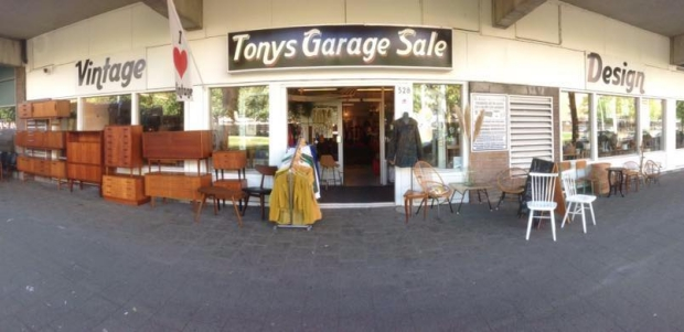 stoepverkoop-tonys-garage-sale-meubels-go-with-the-vlo