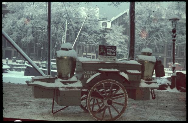 handkar-melk-richard-boske-kleurenfoto-vooroorlogs-rotterdam-stadsarchief-go-with-the-vlo