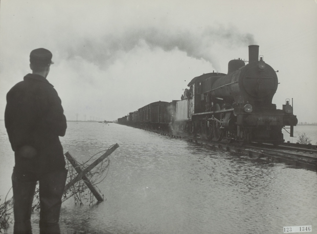 watersnoodramp-1953-trein-spoor-kruiningerpolder-go-with-the-vlo