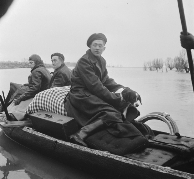 watersnoodramp-1953-zeeland-tholen-bootje-go-with-the-vlo