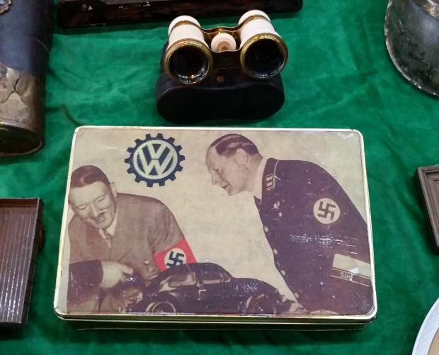 Adolf Hitler vlooienmarkt Gorinchem nazi oorlog go with the vlo