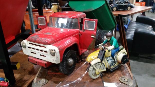 VerzamelaarsJaarbeurs blikken speelgoed vintage go with the vlo
