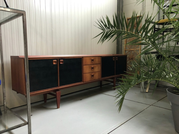 Tony's Garage Sale vintage dressoir Den Haag go with the vlo