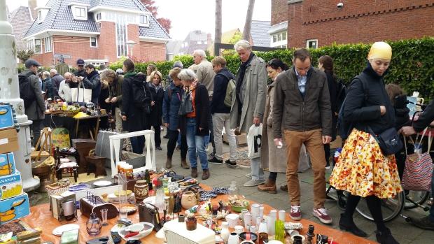 Apollolaan Amsterdam vrijmarkt spullen go with the vlo