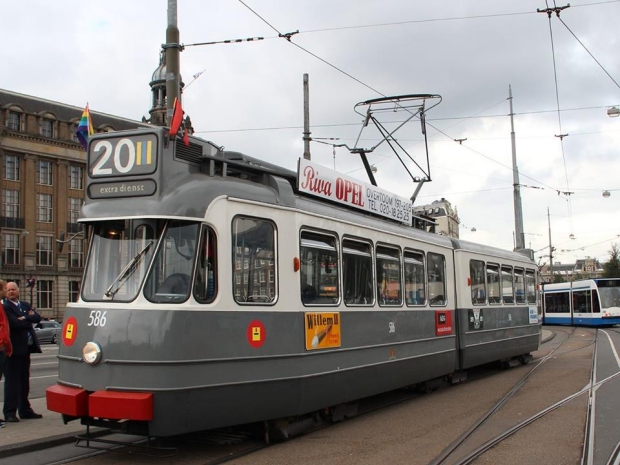 Historische tram Amsterdam sloop loods go with the vlo