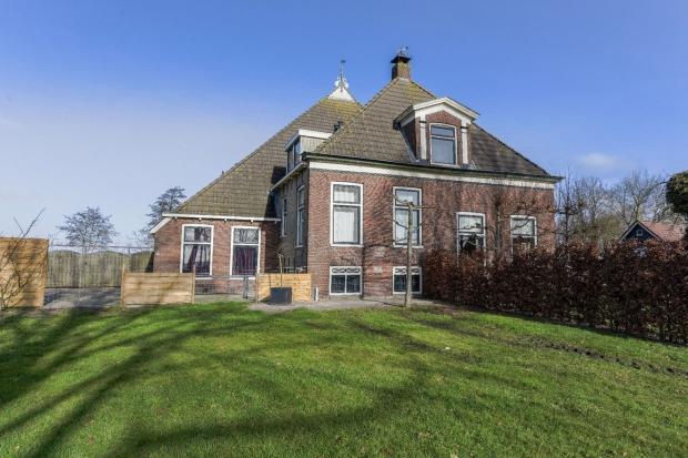 Luinjeberd boerderij Friesland voorkant go with the vlo