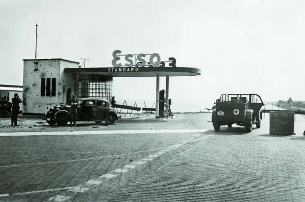 Nach Holland Gerard Groeneveld Esso tankstation Afsluitdijk oorlog go with the vlo