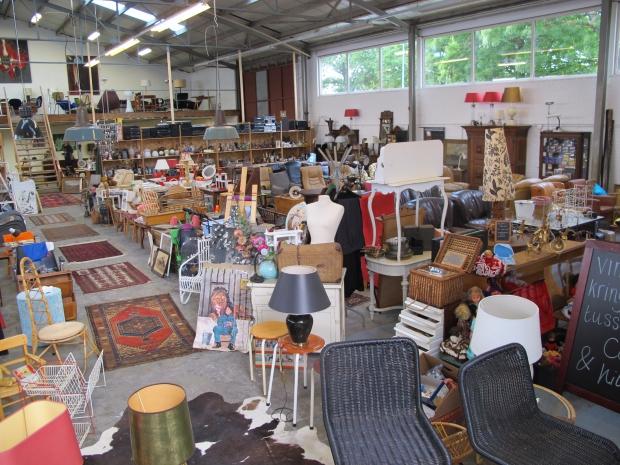 Tussen Cor & Kitsch Maassluis meubels go with the vlo
