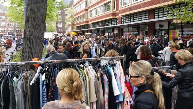 Vrijmarkt Oud-Zuid Beethovenstraat merkkleding go with the vlo