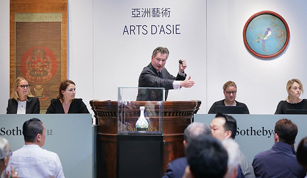 Chinese vaas Sothebys Parijs veiling go with the vlo