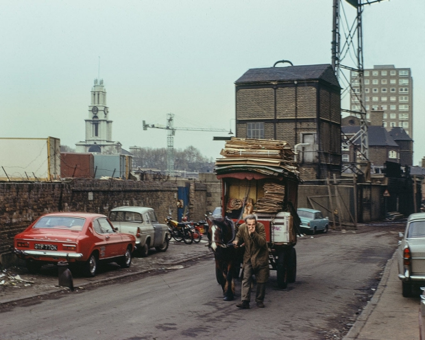 The East End in Colour David Granick nostalgie go with the vlo