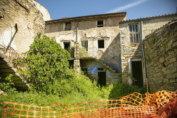 Het Italiaanse Dorp Ollolai huizen Sardinie go with the vlo